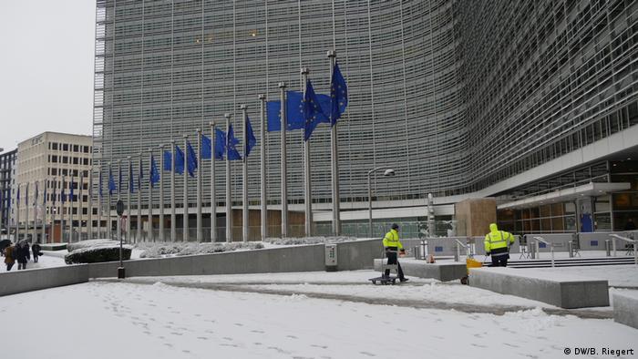 Belgien Brüssel - EU-Kommission: Berlaymont-Gebäude in Brüssel im Schnee