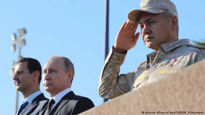 Syrien Putin ordnet Rückzug an - Besuch auf Militärbasis
