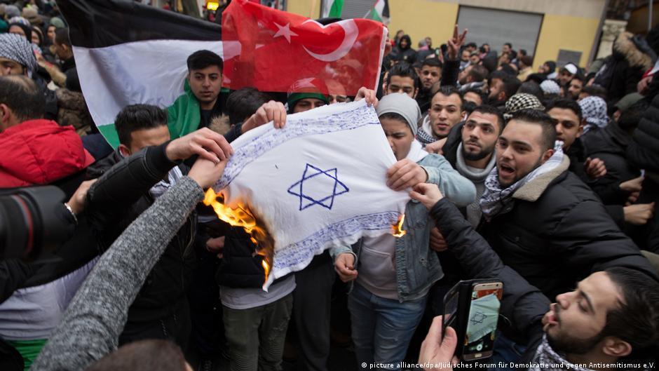 تفسیر: آتش زدن ستاره داوود در آلمان در تناقض با آزادی عقیده است
