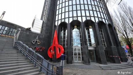 A što će biti sa zgradom koja je gotovo 18 godina Agrokorova upravna zgrada te je postala njegovim simbolom? Todorić je prve poslovne prostore u Ciboninu tornju kupio još 1999, a zatim je kupovao dalje sve do 2010. godine, kada je postao vlasnikom 76 posto tornja, odnosno 5905 m2 poslovnog prostora.
