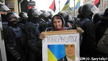 Kiew, Unterstützerin von Saakaschwili vor dem Gericht