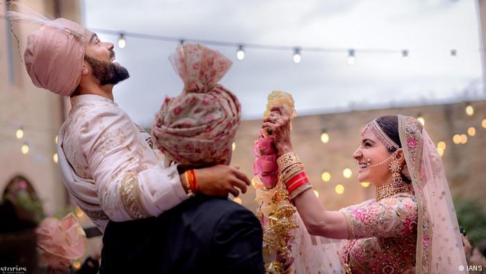 Italien Florenz Cricket-Spieler Virat Kohli heiratet Schauspielerin Anushka Sharma (IANS)