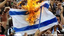 Symbolbild brennende Israel-Fahne