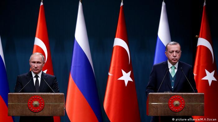 Der russische Präsident Putin trifft in Ankara auf den türkischen Präsidenten Erdogan
