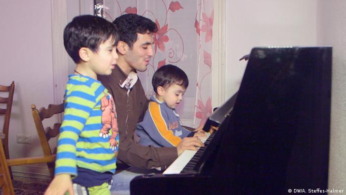 Pianist Aeham Ahmad (DW/A. Steffes-Halmer)