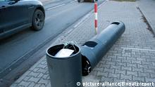 A speed camera that was struck by a tractor in Gernsheim (picture-alliance/Einsatzreport)