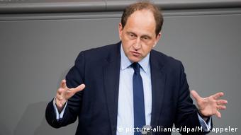 Λάμπσντορφ: Ο Κ. Μητσοτάκης θα πρέπει να αντισταθεί στον πειρασμό να μετατρέψει το ονοματολογικό σε προεκλογικό θέμα
