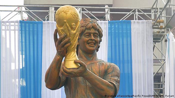Estatua de Maradona en Calcuta, India.