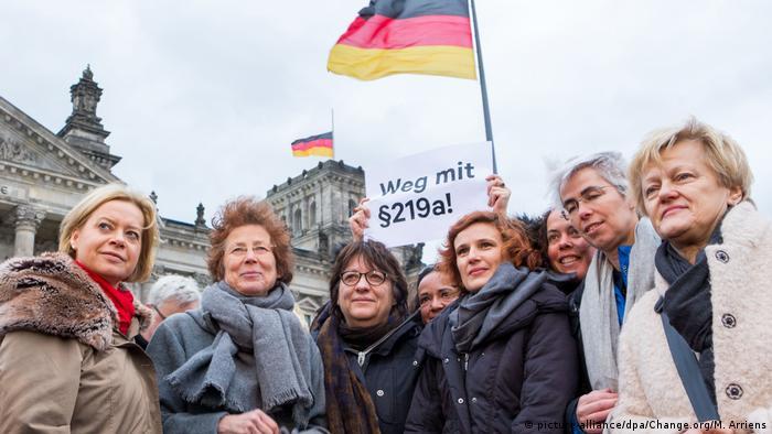 Deutschland Petition zum Abtreibungsrecht   Kristina Hänel und Unterstützer