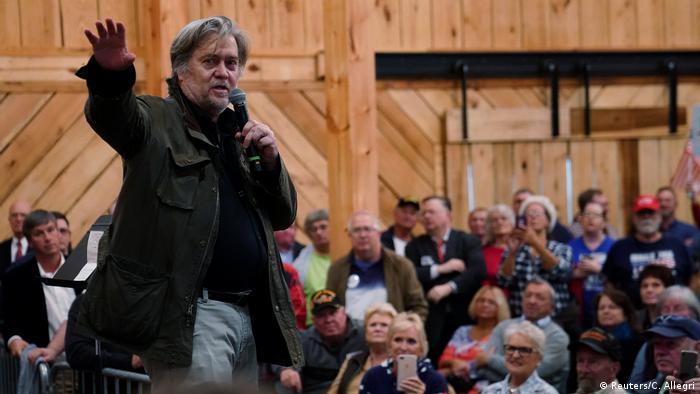 USA Alabama - Steve Bannon spricht bei Wahlkampaqne von Roy Moore (Reuters/C. Allegri)