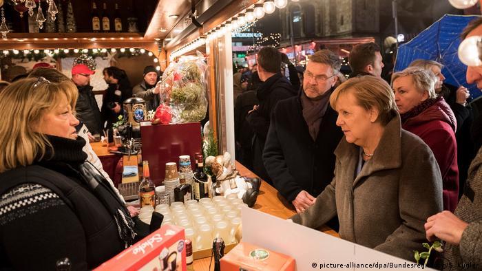 Merkel visits Breitscheidplatz market