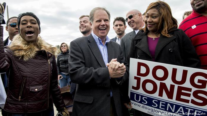Alabama Senats-Nachwahl Wahlen Doug Jones