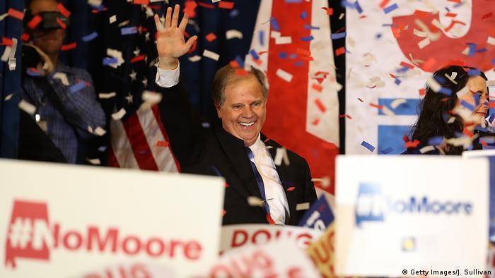 Doug Jones se torna o primeiro senador democrata do conservador estado do Alabama depois de 25 anos