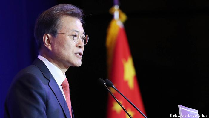 China Moon Jae-in in Peking (picture-alliance/Yonhap)