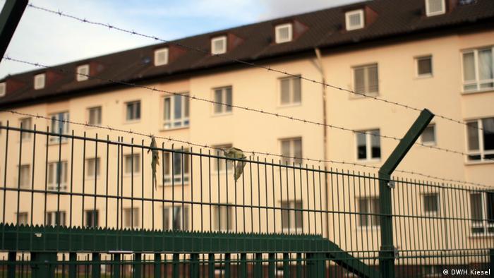 Cercas da Central de Acolhimento da Alta Francônia contrastam com imagem de cidade que é Patrimônio Cultural Mundial