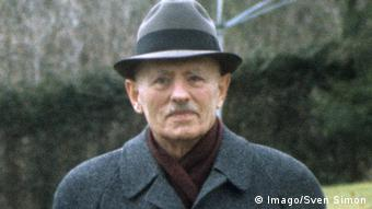 Το 1944 ο Ράινχαρντ Γκέλεν ήταν αρχηγός του Γενικού Επιτελείου στο τμήμα Ξένων Ενόπλων Δυνάμεων Ανατολής