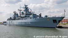 """Die Fregatte """"Mecklenburg-Vorpommern"""" an ihrer Pier im niedersächsischen  Wilhelmshaven"""