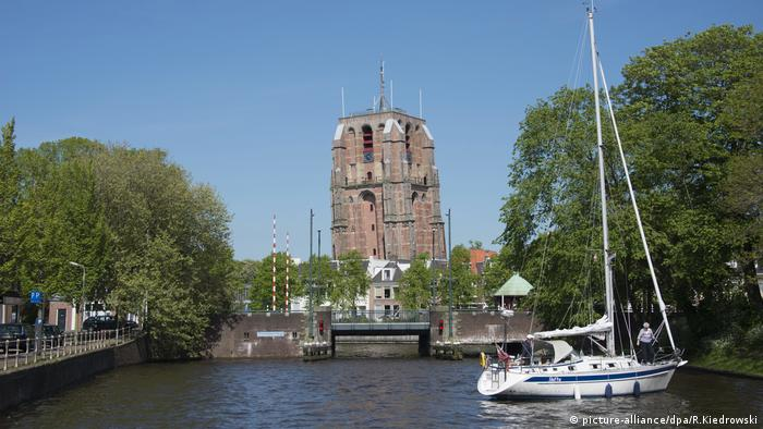 tower in Leeuwarden (picture-alliance/dpa/R.Kiedrowski)