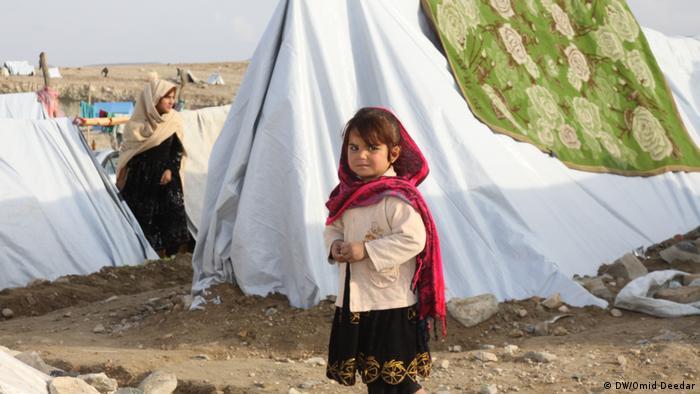 Afghanistan Kämpfe gegen IS und Flucht von Zivilisten (DW/Omid Deedar)