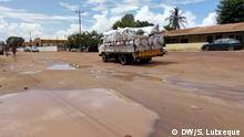 Titel: Nampula-Nametil road will be renovated in Mozambique after years Was zu sehen ist: Nampula-Namteil road Wann und wo: Nampula, Mozambique – Dezember 2017 Copyright: Sitoi Lutxeque – DW