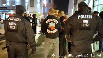 Çetenin bazı üyeleri cinayet teşebbüsü de dahil, çeşitli suçlamalardan tutuklu.