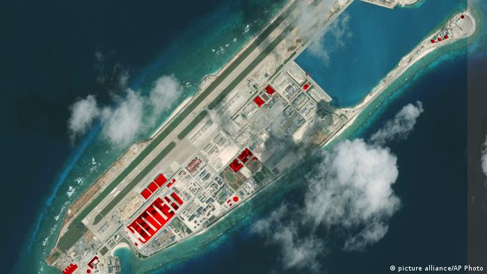 Fiery Cross Reef Spratly Islands (picture alliance/AP Photo)