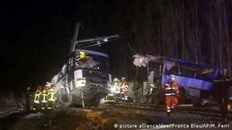 Зіткнення потяга і шкільного автобуса у Франції: кількість жертв зросла