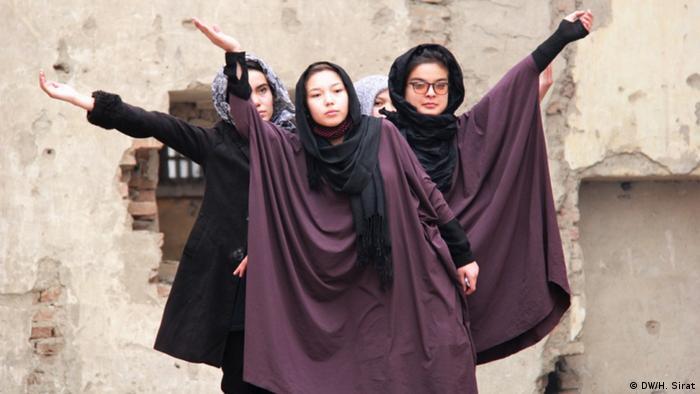 Afghanistan Theateraufführung in zerstörtem Kino in Kabul (DW/H. Sirat)