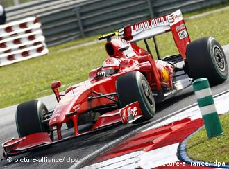Ferrari-Formel-1-Wagen in der Kurve (Foto: picture-alliance)