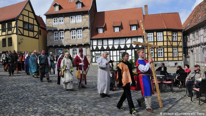 Deutschland historische Osterprozession in Quedlinburg (picture-alliance/dpa/U. Gerig)