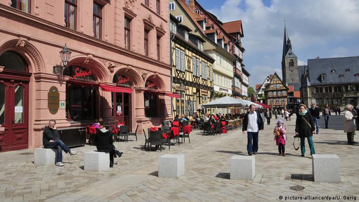 Deutschland Marktplatz in Quedlinburg (picture-alliance/dpa/U. Gerig)