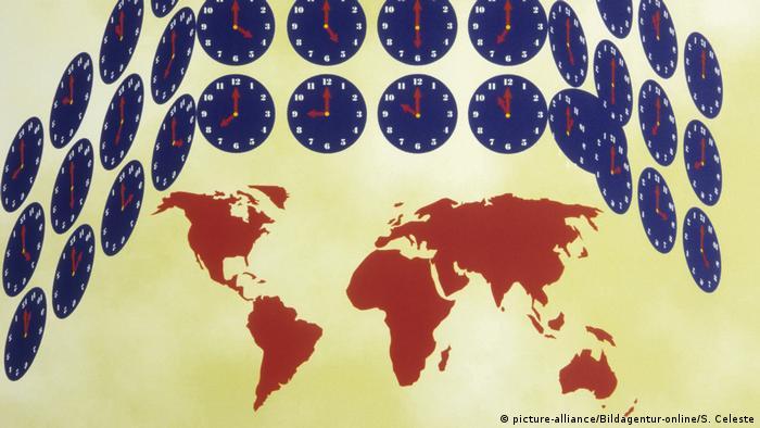 Часы на фоне карты мира