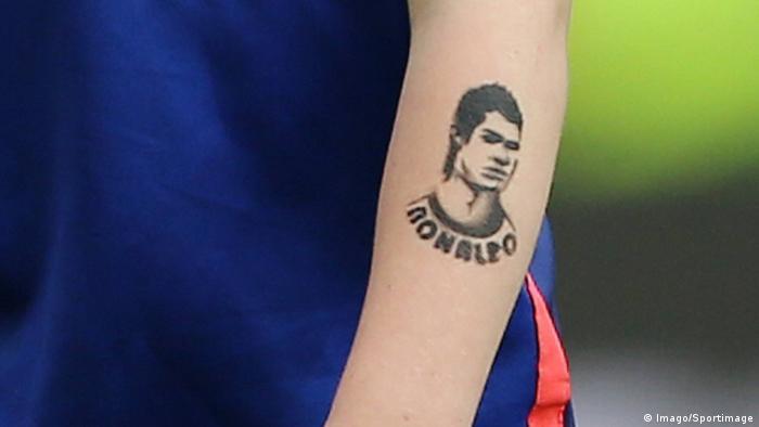 Fußball der Junge Kai Rooney mit Cristiano Ronaldo Tattoo (Imago/Sportimage)