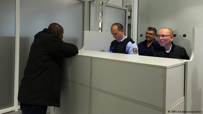 Passkontrolle am Flughafen München