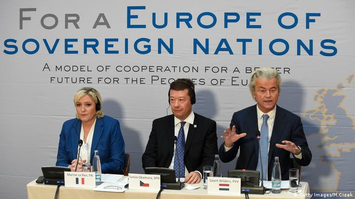 Le Pen, Okamura e Wilders durante coletiva em Praga