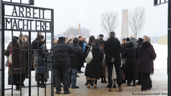 Gedenkveranstaltung für ermordete Sinti und Roma im früheren Konzentrationslager Sachsenhausen (picture-alliance/ZB/B. Settnik)