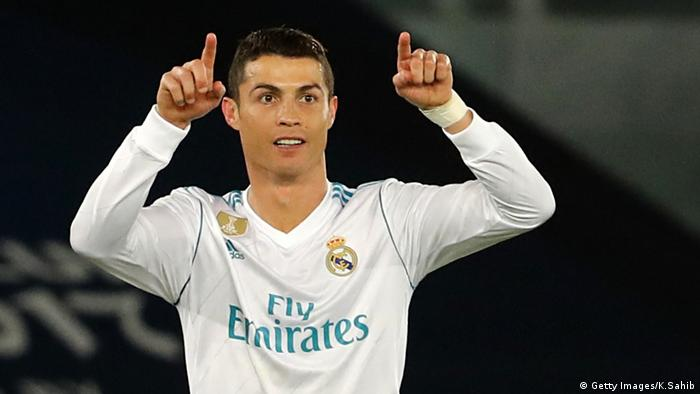 Cristiano Ronaldo pointing his fingers upward (Getty Images/K.Sahib)