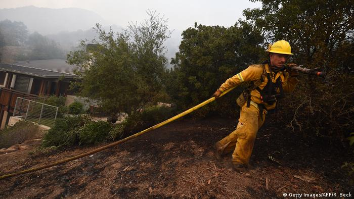 Thomas Fire taking over structures