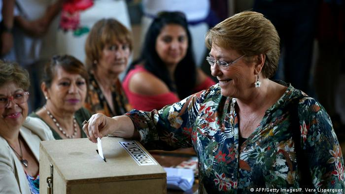 Präsidentschaftswahlen in Chile Bachelet (AFP/Getty Images/P. Vera Lisperguer)