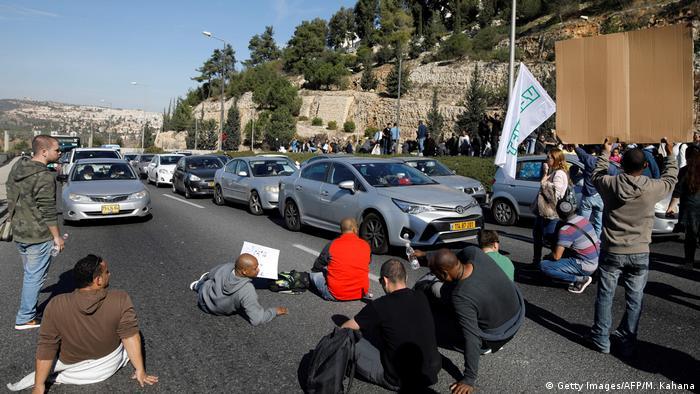 Streik in Israel - Protest gegen Stellenabbau bei Teva (Getty Images/AFP/M. Kahana)