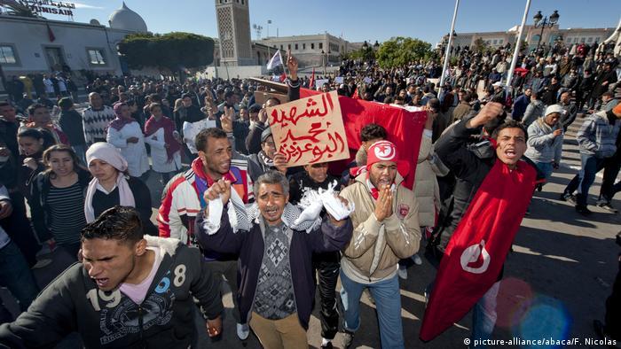 Tunesien Umsturz Proteste in Tunis (picture-alliance/abaca/F. Nicolas)