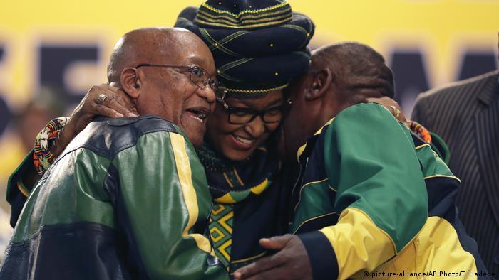 Südafrika ANC Parteitag Winnie Madikizela-Mandela mit Zuma und Ramaphosa