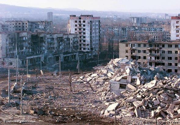 Ansicht der zerstörten tschetschenischen Hauptstadt Grosny im Jahr 2000. (Foto: dpa)
