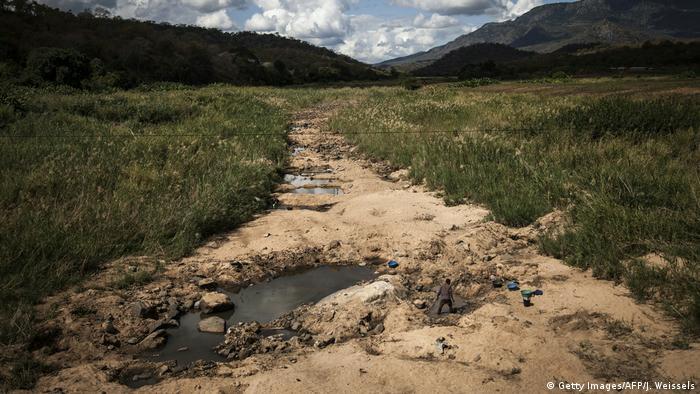 Garimpeiros procuram ouro nos arredores do Parque da Gorongosa (Foto de arquivo / 2016)