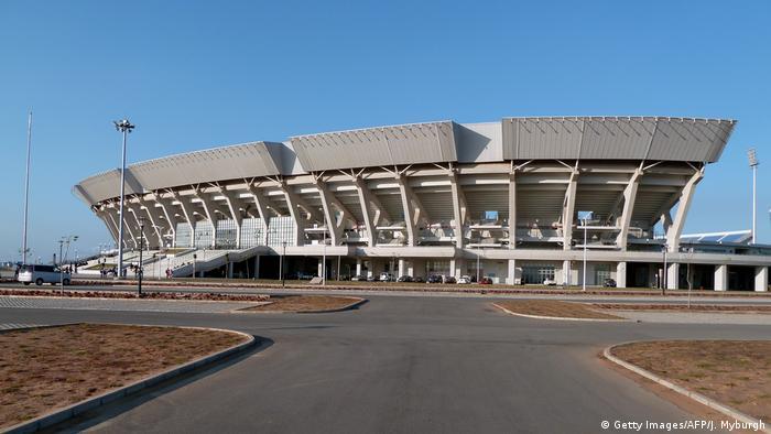 Vista frontal do Estádio Nacional do Zimpeto