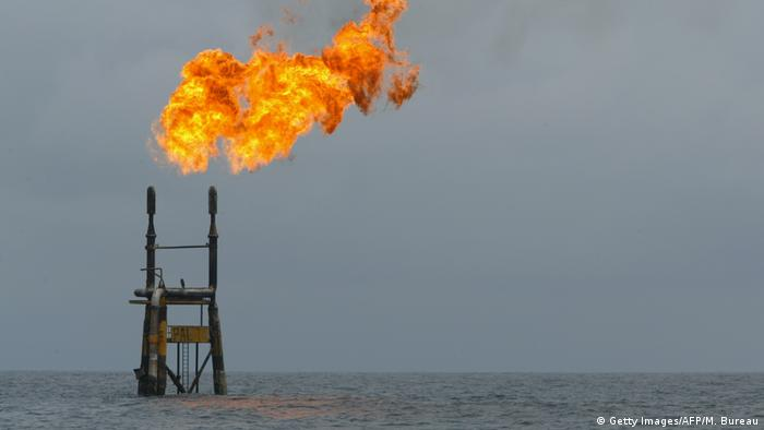 Angola Ölförderung vor der angolanischen Küste (Getty Images/AFP/M. Bureau)