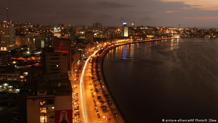 Angola Skyline von Luanda (picture-alliance/AP Photo/O. Zilwa)