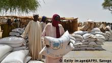 Nigeria Ausgabe von Nahrungsmitteln durch Hilfsorganisation