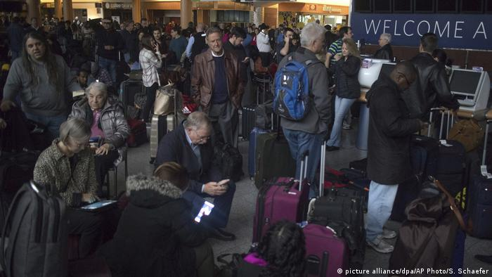 Пассажиры в аэропорту Хартсфилд-Джексон, 17 декабря 2017 года