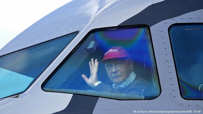 Niki Lauda in a A320 (picture alliance/dpa/apa/picturedesk/B. Gindl )